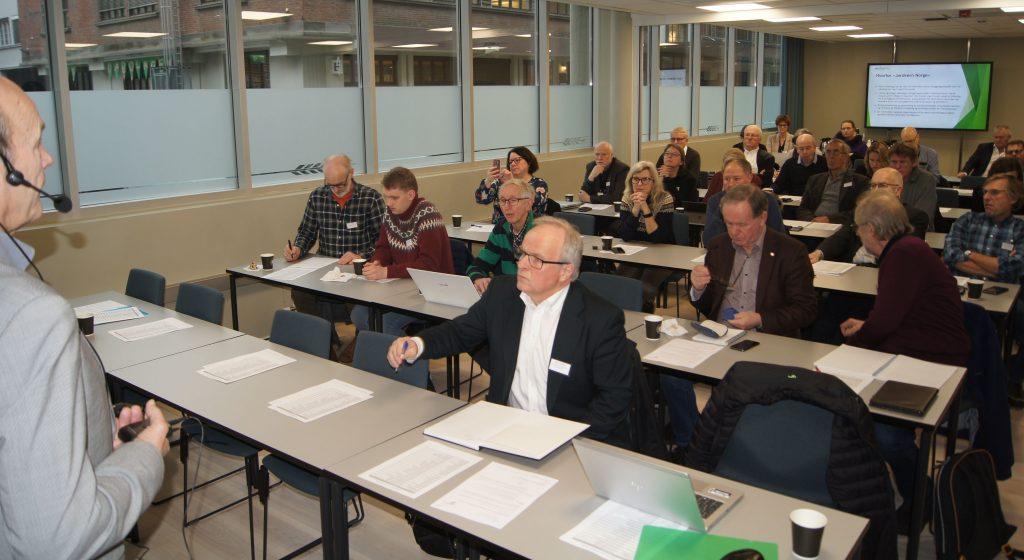 Olaf Gjedrem, leder i Jordvernforeningen i Rogaland, ønsket velkommen til jordvernkonferanse og stiftelsesmøte for Jordvern Norge