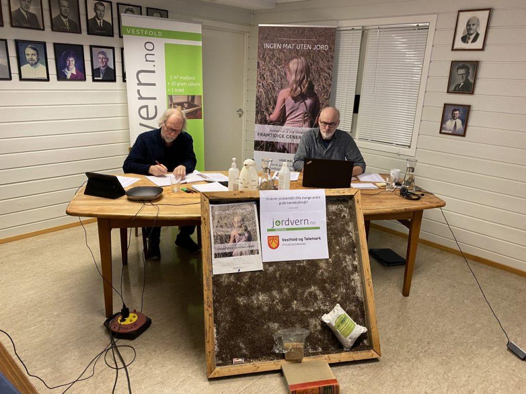 Hans Huseby og Arne Nøkland ledet møtet fra